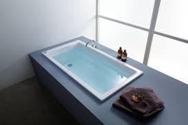 なぜ湯船のお湯は青いの?
