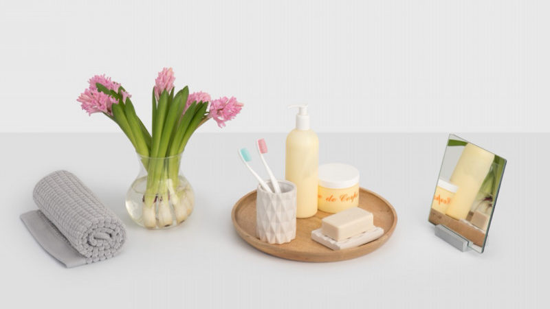 家族で収納スペースを分担。洗面所*鏡裏の収納方法